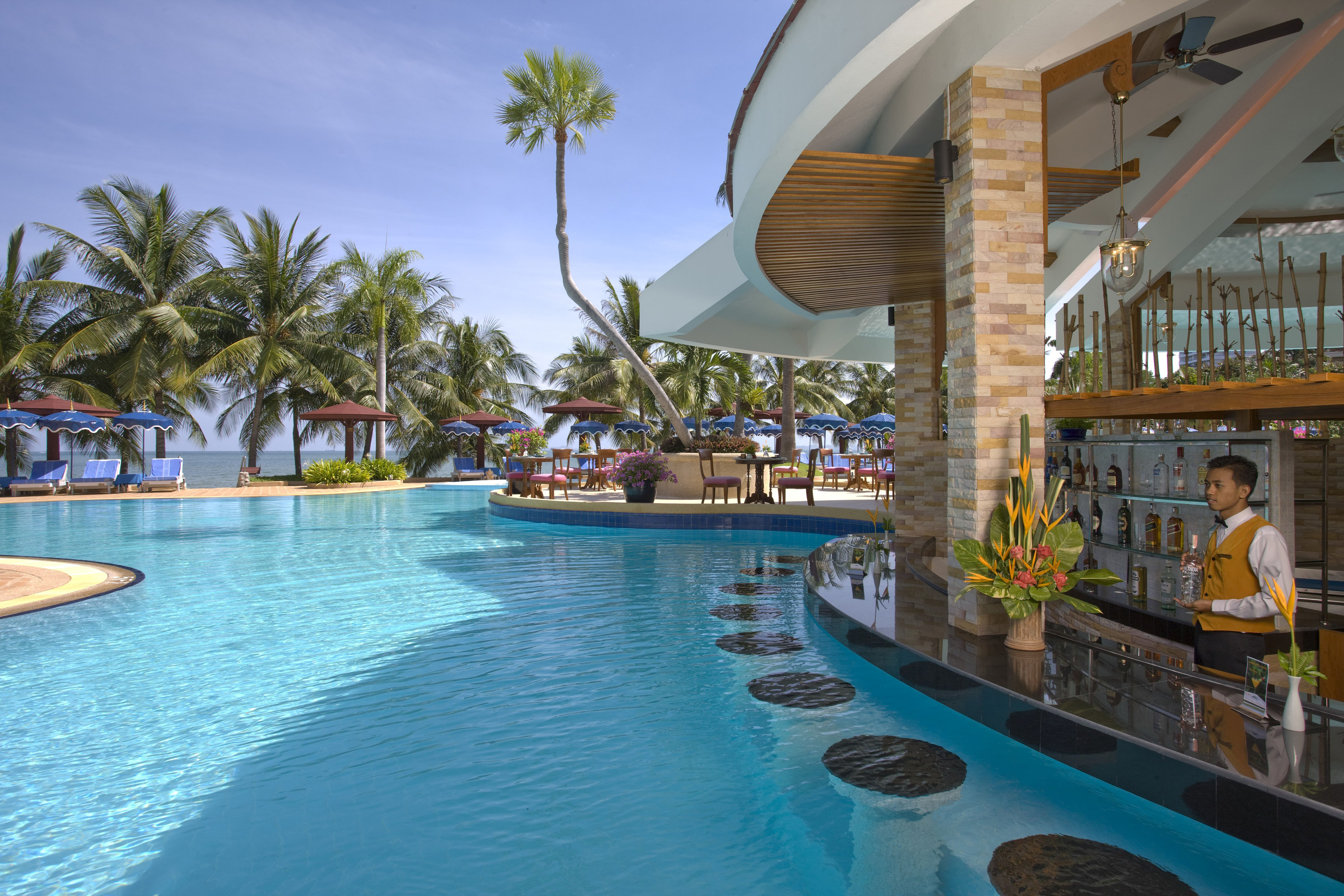 Hotels with swim up bar - Pictures of pools with swim up bars ...